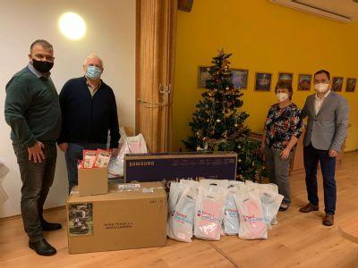 Zaměstnanci opět plnili vánoční přání seniorů